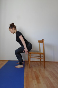 Nácvik dřepu s židlí
